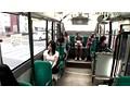 女だけしか乗っていないバスで清楚な若妻は黒ギャル達にレズ攻めペニバン突き立てられ声も出せず泡吹き失神 サンプル画像0