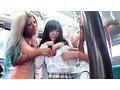 バス通学の色白女子校生を狙う 黒ギャル・ペニバン・イカセレズ サンプル画像1