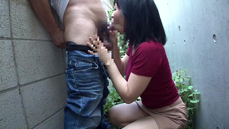 夫に内緒で他人棒SEX 「実は主人の精液も飲んだことないんです」30歳すぎて初めての精飲 あきのさん32歳 の画像14