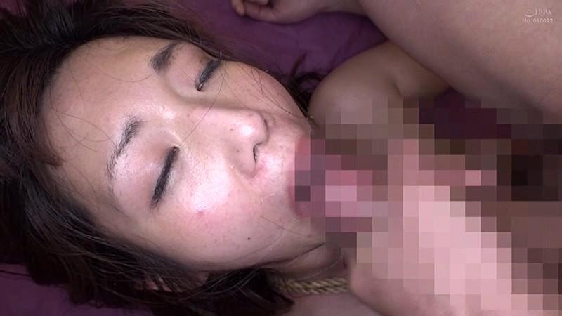 夫に内緒で他人棒SEX「実は主人の精液も飲んだことないんです」30歳すぎて初めての精飲 凌辱願望のあるドM上京妻 なつみさん33歳 の画像2