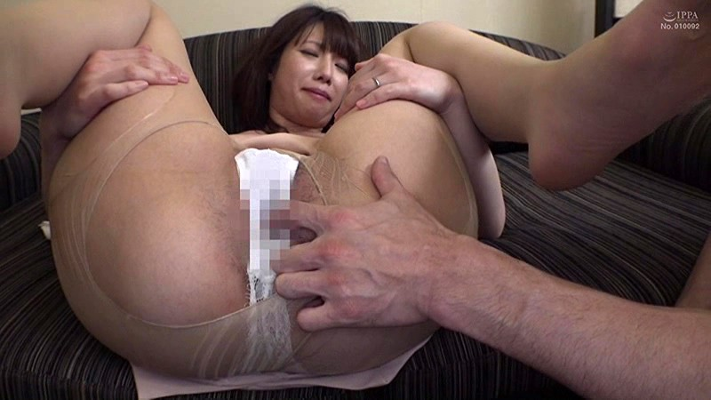 夫に内緒で他人棒SEX「実は主人の精液も飲んだことないんです」30歳すぎて初めての精飲 凌辱願望のあるドM上京妻 なつみさん33歳 の画像19