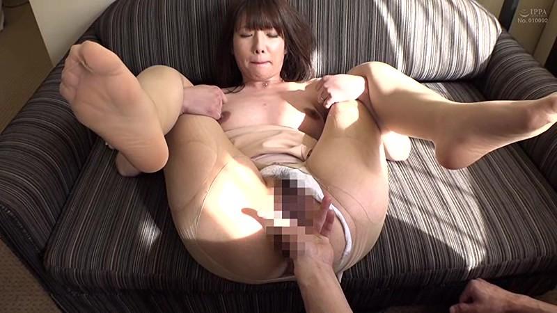 夫に内緒で他人棒SEX「実は主人の精液も飲んだことないんです」30歳すぎて初めての精飲 凌辱願望のあるドM上京妻 なつみさん33歳 の画像18