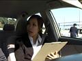 自動車教習所でチ○ポを見せたら女教官が発情した!! サンプル画像7