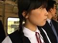 見ず知らずの大人達に、初めてお尻を触られた、バス通学のうぶ女子。 1