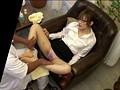 ただ若い女の子の足が触りたくて、オヤジの俺が足ツボマッサージのバイトをしたら、予想外に女の子のパンチラが見れてラッキーなんて思っていたらもっとスゴいことが!なんとパンティーのあの部分がグッショリ濡れているんです!しかもその恥ずかしい部分に見とれていると… 14