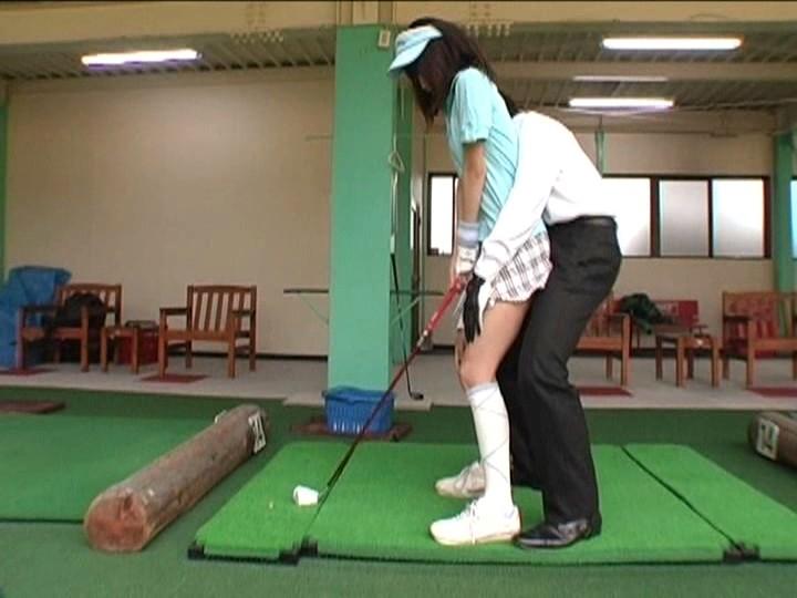 レッスンプロに成り済ましてゴルフ学級を開いたら、プロを夢見て頑張る「うぶゴルファー」の成長途中のオッパイやムチムチの太ももをおもいっきり触れて、スケベな指導しまくれた! 2 の画像1