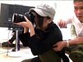 はじめてAVの撮影現場に来た新人カメラマンさんが、目を疑うほどキレイだったので「AV現場の常識だよ」と強引にセクハラしまくり、最後にはファックまでするよう追い込みました! 1