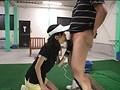 ゴルフ練習場でスイングする度にオマ○コ丸見えな超ミニスカ娘は、一番最初に気付いて声を掛けた男性とヤルらしい… 10
