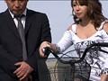 ミニスカでチャリをこいでいるパンツ丸見えの美脚女子は、そのお股をじ〜っくり見てやれば、こっそり股間をサドルに擦り付けマ○コを濡らしヤラレたがる! 18