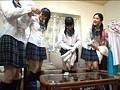 学校帰りに突然の雷雨で我が家に雨宿りしに来た娘とそのクラスメイト達。雨でビショ濡れになり透けた制服姿の彼女達にドキ!っとしてタジタジな私。
