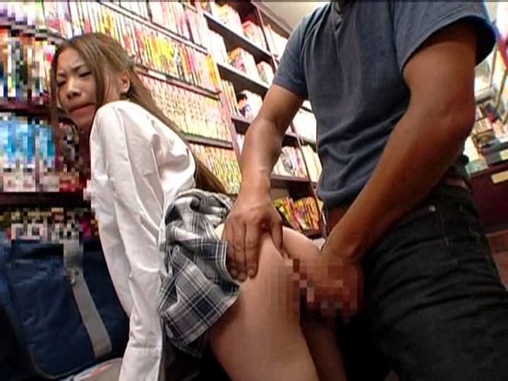 本屋でエッチなレディコミを立ち読みしている女の子のパンティーは実はグチョグチョに濡れて抱かれたがっている!だからどんな男でも声を掛けたら無言でうなずき即OK! 2 の画像20