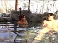 混浴温泉で思いきって堂々と勃起してみたら、たまたま入浴していた女性客がチラ見どころか我を忘れてガン見急接近! 2