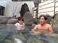 混浴温泉で思いきって堂々と勃起してみたら、たまたま入浴していた女性客がチラ見どころか我を忘れてガン見急接近! 2 サンプル画像7