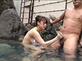 混浴温泉で思いきって堂々と勃起してみたら、たまたま入浴していた女性客がチラ見どころか我を忘れてガン見急接近! 2 9