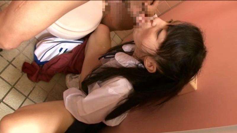 犯された公衆トイレにハマる少女 の画像7