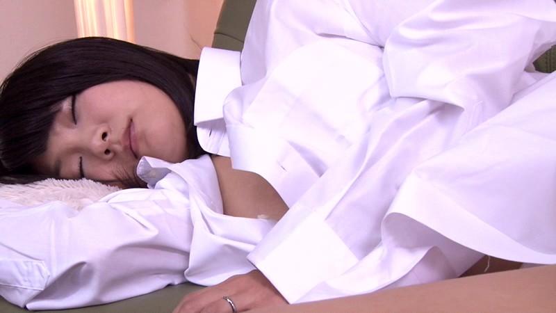 寝ている女性にイタズラしていたら逆に生ハメを求められて、もう発射しそうなのにカニばさみでロックされて逃げられない! 6 画像6
