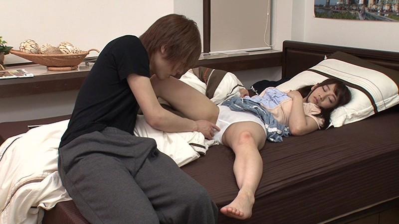 寝ている妹の無防備なパンチラでセンズリしていたら、気づいた妹が「パンツなんてただの布じゃん。恥ずかしくないよ」というので見せつけセンズリを続行したらあっという間にパンツがグッショリ!そのまま上に跨って腰を振ってきた!! の画像16