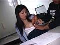 大学の授業中に痴漢され声も出せず絶頂する女子大生 サンプル画像3