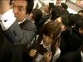 乗車率200%超満員電車で身動きが取れない美女に後ろから前から押しつけ射精 サンプル画像 No.3