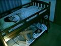 2段ベッドが揺れるほど感じる姉の喘ぎ声を聞いて発情しだす妹 3