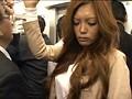 満員電車で痴漢されガニ股でイキ続ける痙攣女 15