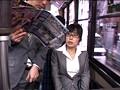 路線バスで読み捨てられたエロ本をパンツ濡らしながら覗き見する眼鏡娘 サンプル画像5