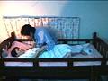 2段ベッドが揺れるほど感じる姉の喘ぎ声を聞いて発情しだす妹 3 13