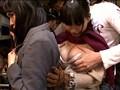 痴漢される生徒を自分の体を身代わりにして守る女教師 4 16