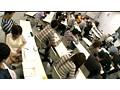 大学の講義に集中する男子学生を痴漢してこい! 手を震わせながらもチ○ポを触る眼鏡女子大生 1
