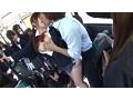 登下校中に思わずチ○ポを触ってしまい我慢できず周りの目も気にならないほど腰をフリ通学バスSEXにハマる女子校生 15