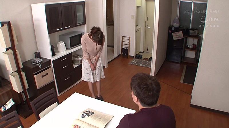 騒音トラブルの謝罪で訪れた隣の人妻を土下座させ垂直式イラマチオで喉奥発射 の画像20
