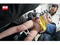 満員電車で向かいの男の足がマンスジに擦れてしまいスーツに染みがつくほど感じてしまったモリマン女 20
