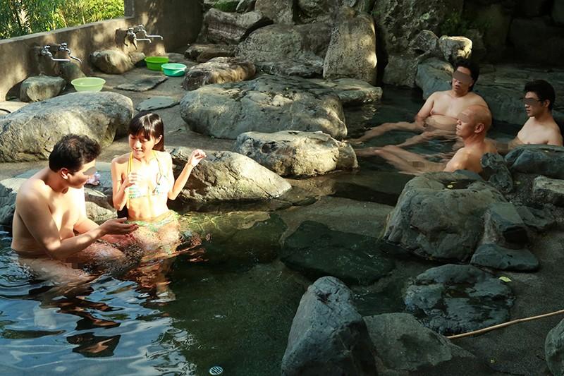 華奢で最高の抱き心地。2周り年下のセックスフレンドと山奥でヤリまくり温泉旅行 画像20枚