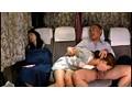深夜バスで熟睡する母親の隣で声も出せず感じ出す敏感うぶっ娘 13