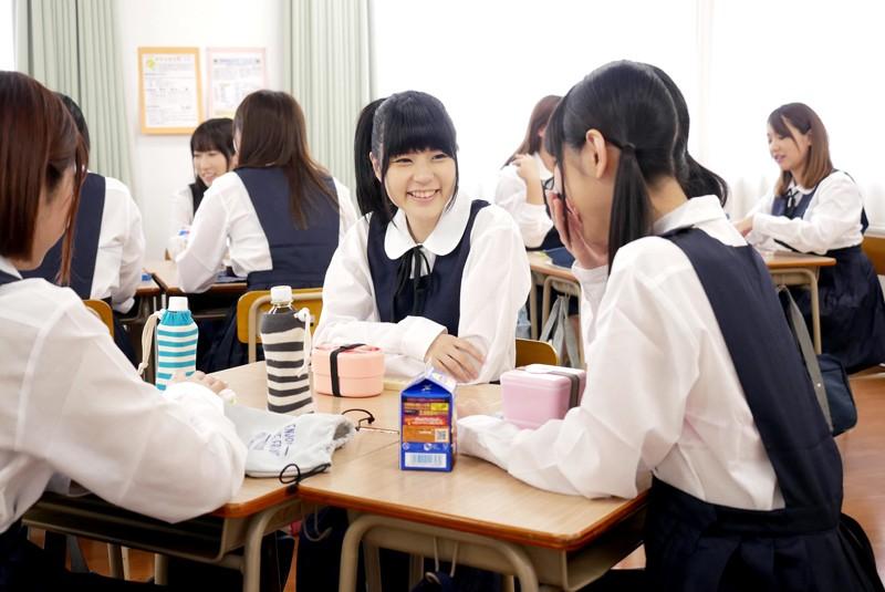 突然、どろっどろ精子が降り注がれる日常 学園生活で「常にぶっかけ」女子○生[サムネイム02]