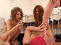 全裸で男をボコボコにする女達 16