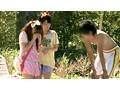 ちびっこ女優4人組!! 迷子のフリして常夏リゾートプールで知らないオジサンにHなイタズラごっこ サンプル画像1
