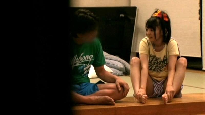 ちびっこ女優4人組!! 迷子のフリして常夏リゾートプールで知らないオジサンにHなイタズラごっこ の画像7