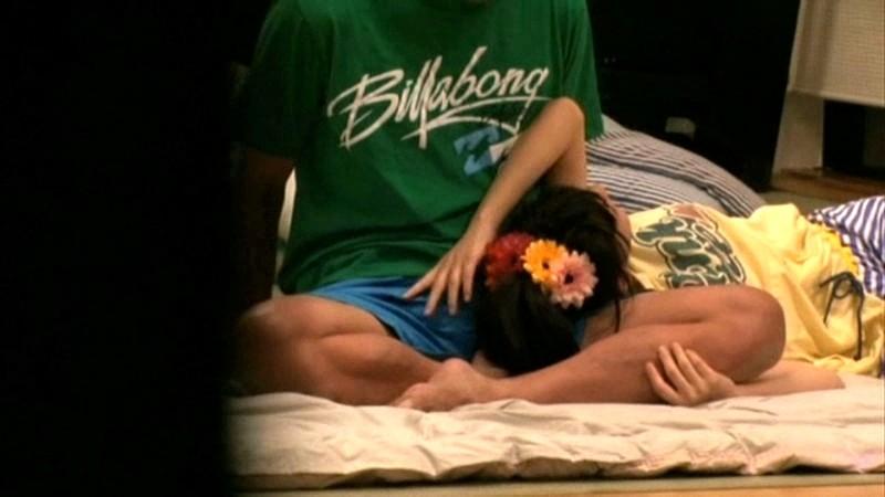 ちびっこ女優4人組!! 迷子のフリして常夏リゾートプールで知らないオジサンにHなイタズラごっこ の画像6