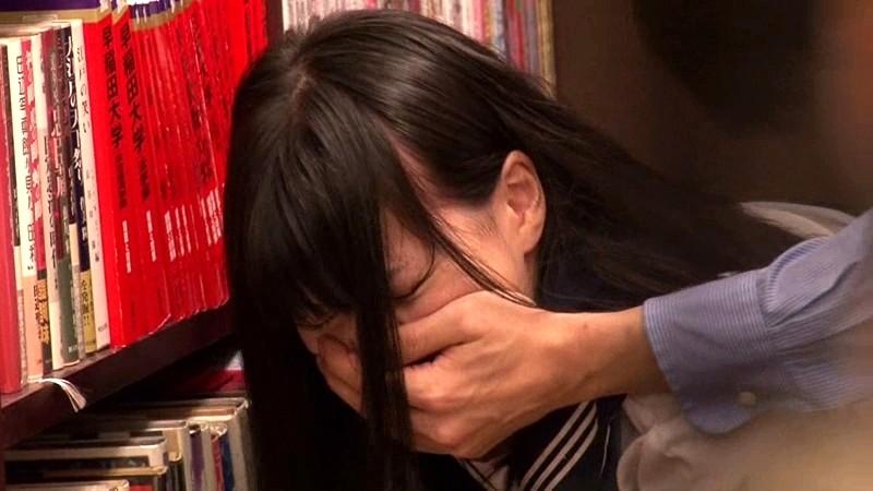 本屋に参考書を買いに来た真面目でおとなしそうな女子校生に媚薬をたっぷり塗ったチ○ポで即ハメしたらアヘ顔で痙攣するほど感じてイキまくった の画像14