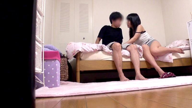 成熟した姉の裸に触れた童貞弟はイケない事と知りつつもチ○ポを勃起させて「禁断の近親相姦」してしまうのか!? の画像18