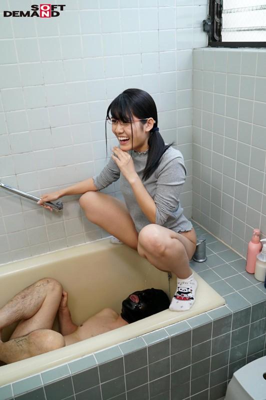 「ものすごく恥ずかしいんですが…ドMな男のチ○ポを弄んでみたいんです!」学校では物静かな地味巨乳娘3人とM男の24時間チ○コ痛めつけ生活 の画像13