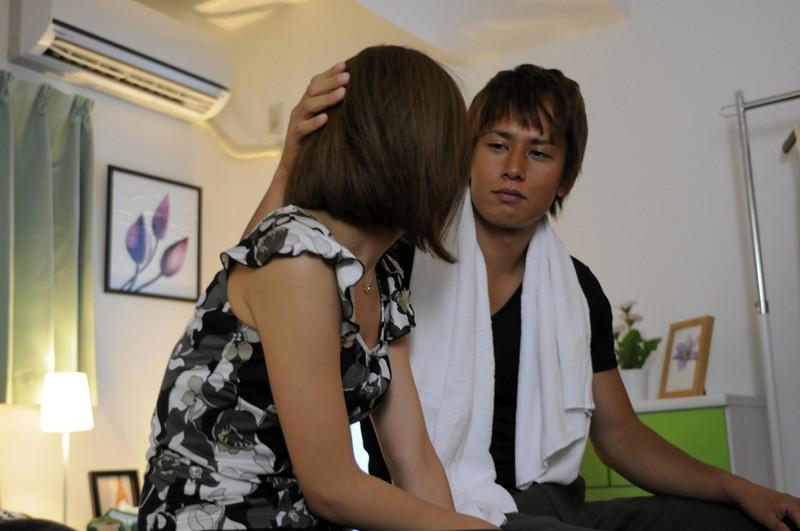 そんな無料動画北川エリカに手マンをしたり激しくキスを