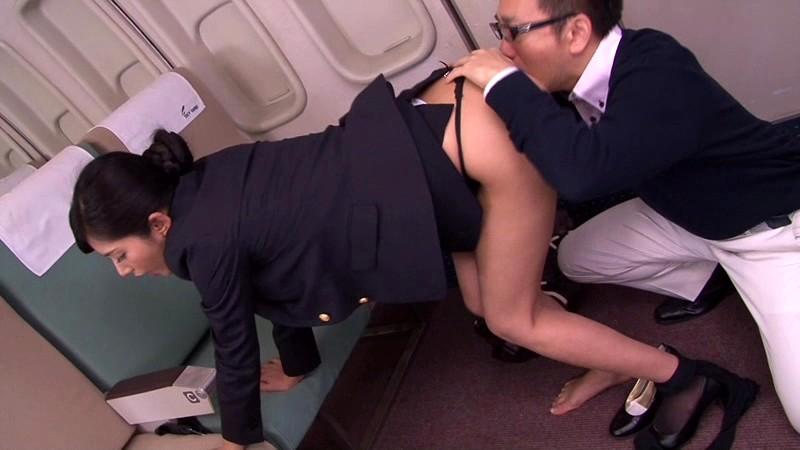 美人CAの卑猥な腰つき 欲情AIR LINE 麻生希 の画像16