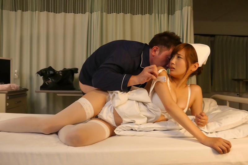 榎本美咲×ドキドキ職場SEX バレそうな状況に興奮して…仕事中にチ○ポを欲しがる誘惑ヤリたがり人妻ナースさん の画像3