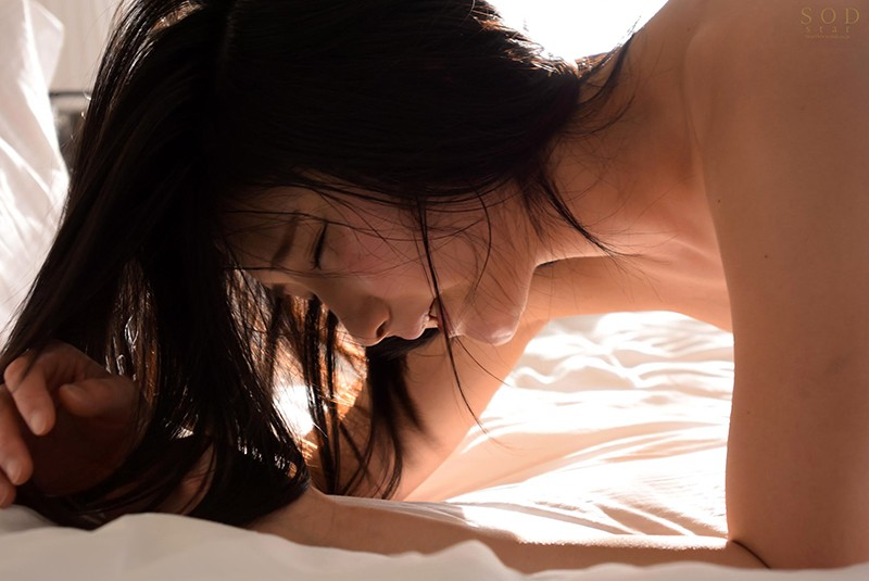 【DMM動画】-『上品なオマ○コから溢れ出すスケベな愛液…性・欲・解・放 4本番 本庄鈴』 画像8枚