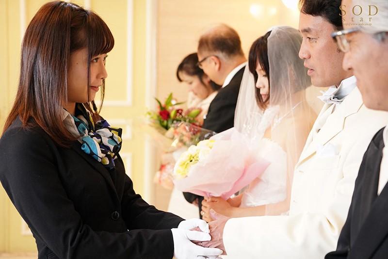 紗倉まな 結婚式最中の新郎に強制中出しさせる美人ウェディングプランナー 画像20枚