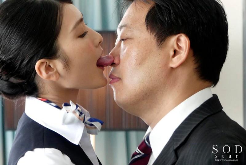 本庄鈴 美人キャビンアテンダントを高級ホテルの一室でいいなり調教 の画像19