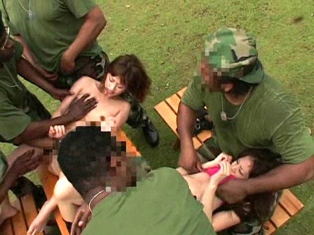 レイプ!捕まったら中出し無制限! 在日黒人陸戦隊VSモデル系ギャル の画像2