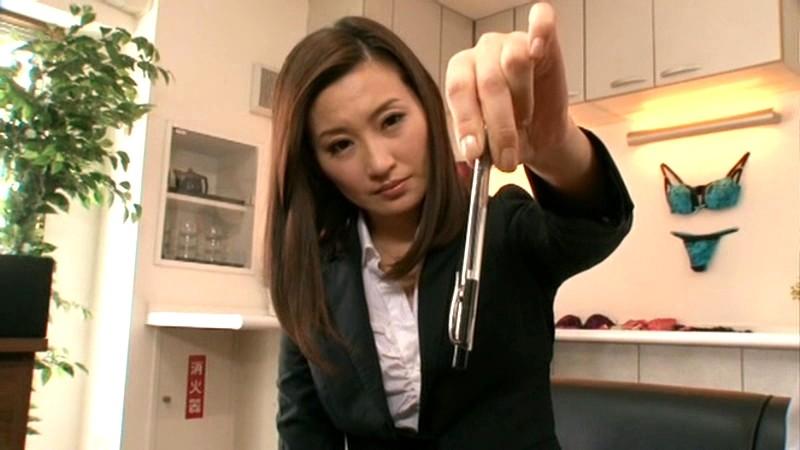 社員の前で恥ずかしすぎる公開催眠美熟女セーラー服 某高級下着メーカー社長 青山翠(34) の画像1